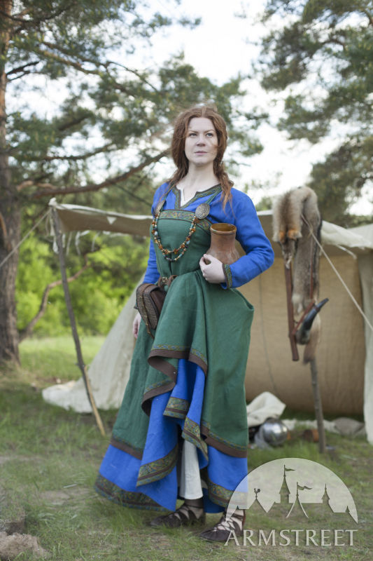 viking-dress-and-apron-ingrid-the-hearthkeeper-1