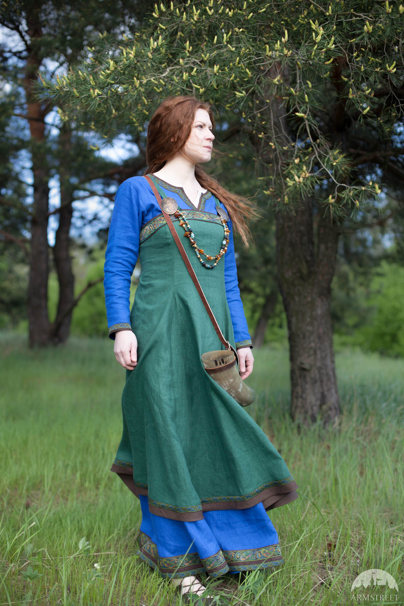 viking-dress-and-apron-ingrid-the-hearthkeeper-13